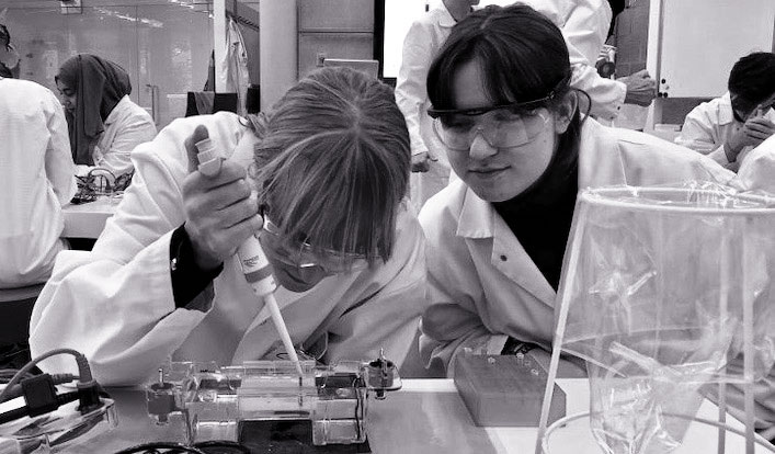 Besuch des Biologie-LKs der Q1 im Baylab