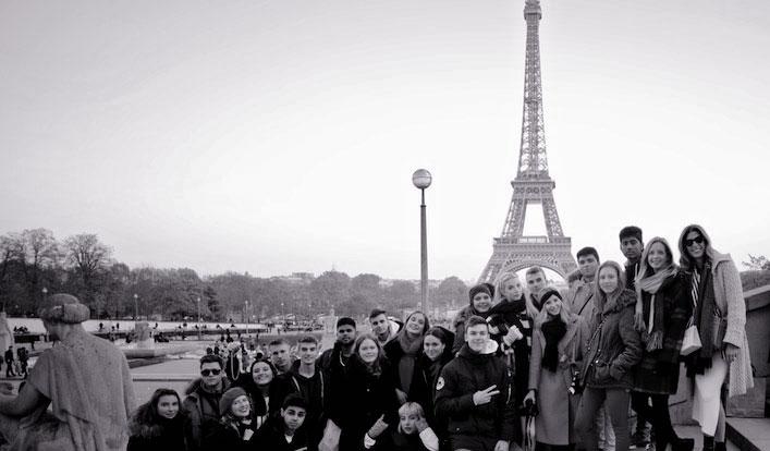 Der Erdkunde LK und der Sozialwissenschaften ZKder Q2 erkunden Paris